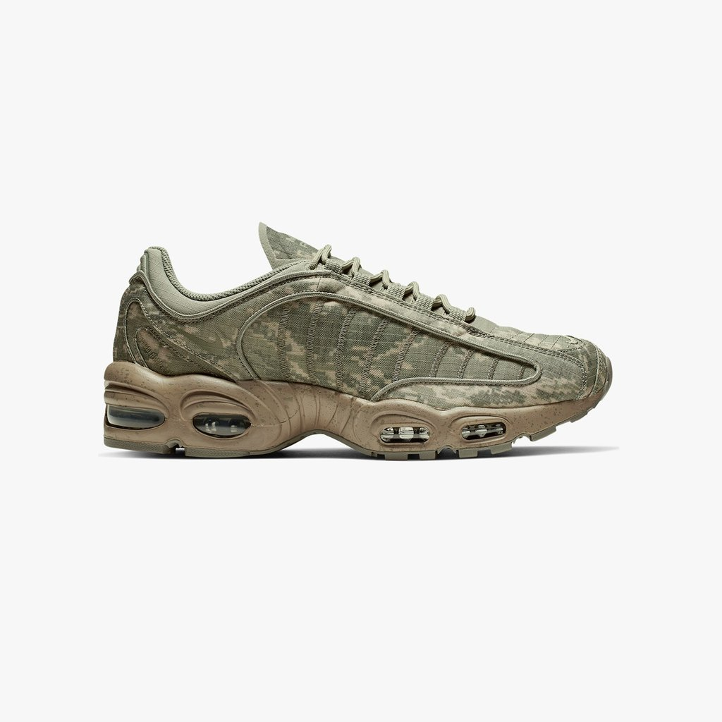 new arrival 1cba5 96b19 The  Nike Air Max Tailwind IV SP is now available online   in-store (Paris,  London, Berlin, Stockholm)  sneakersnstuff --- http   bit.ly 2VPnuh8 ...