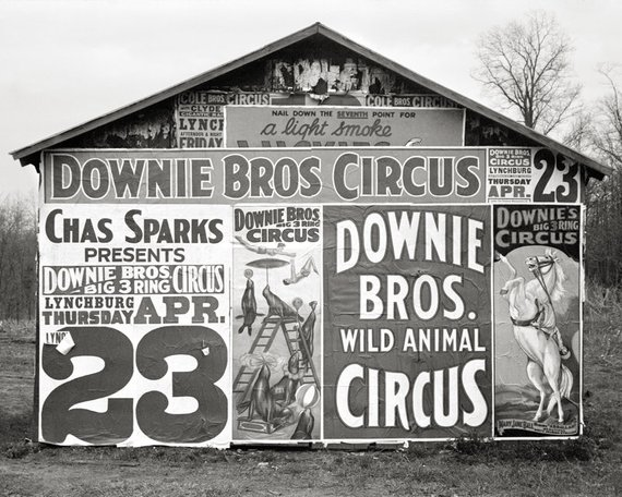 And finally, a little visual onomatopoeia: when the typography itself is a circus. #FontSunday @DesignMuseum