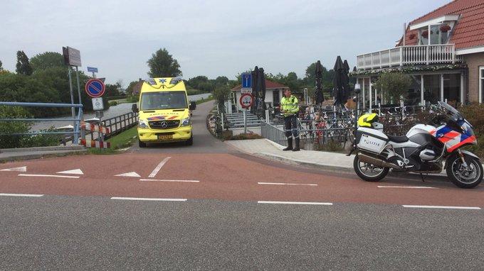 Ongeluk vanochtend aan de Dorpskade in Wateringen tussen twee wielrenners. Een persoon nagekeken in de ambulance https://t.co/BjwR85IpiY