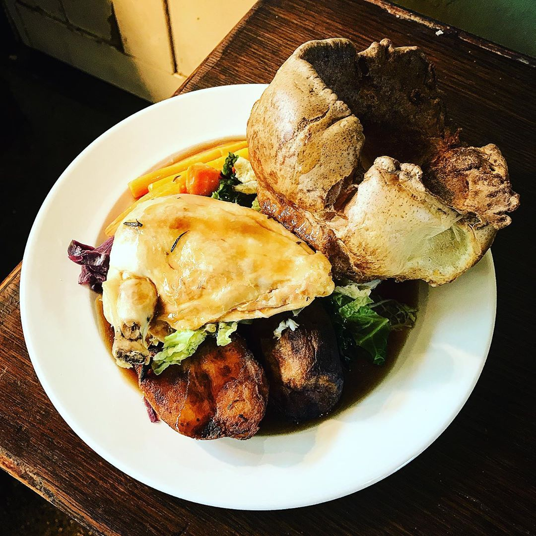 #roast #chicken looking fab on this #glorious #bankholiday #sunday folks!! 😋🐓😋 #fresh #food #freshfood #foodie #foodies #sundayroast