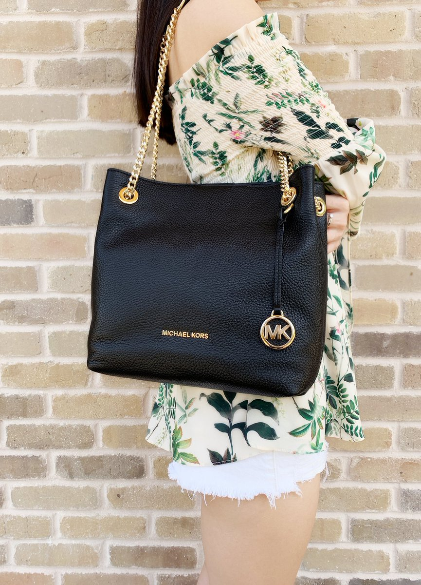 e478a59a5351 Michael Kors Jet Set Chain Medium Shoulder Tote Convertible Black  #ToryBurch #posher $129.99 ➤ https://tinyurl.com/y2zw46bx  pic.twitter.com/u7OZs7bF62