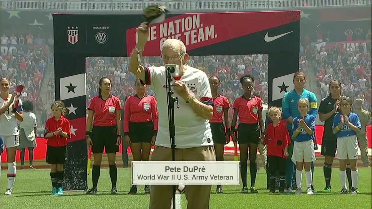 96-year-old World War II veteran Pete DuPré played the national anthem on a harmonica before the @USWNT match 🇺🇸