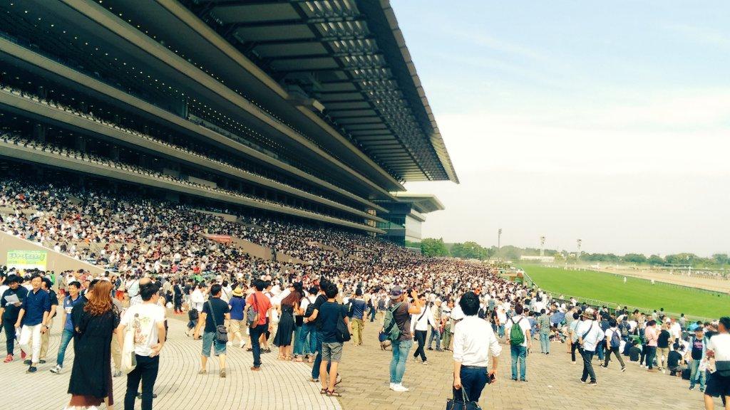午後2時の東京競馬場。  今年のダービーデーも、本当に混んでいました。