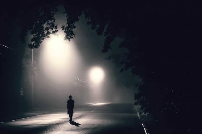 #bişeysorucam  Gecemidir insanı hüzünlendiren Yoksa insanmıdır hüzünlenmek için geceyi bekleyen?