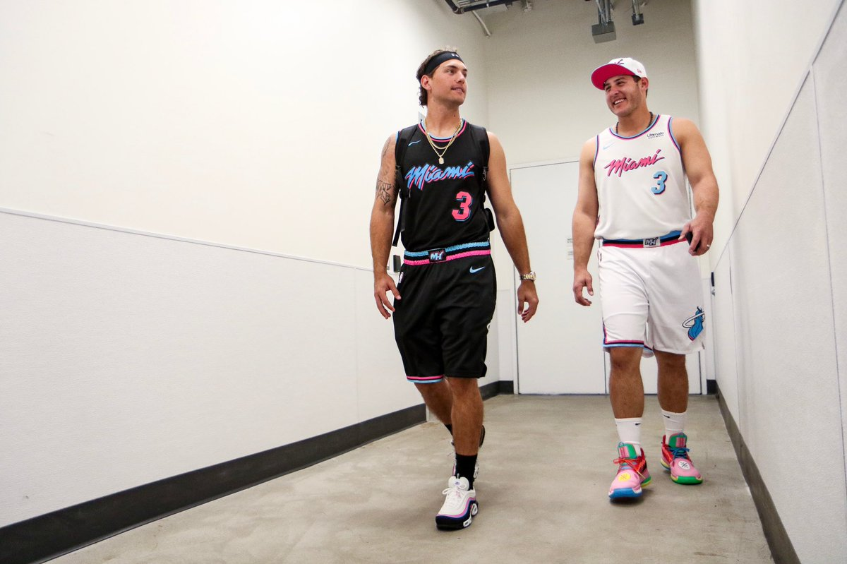 Cubs wear throwback NBA jerseys on road trip