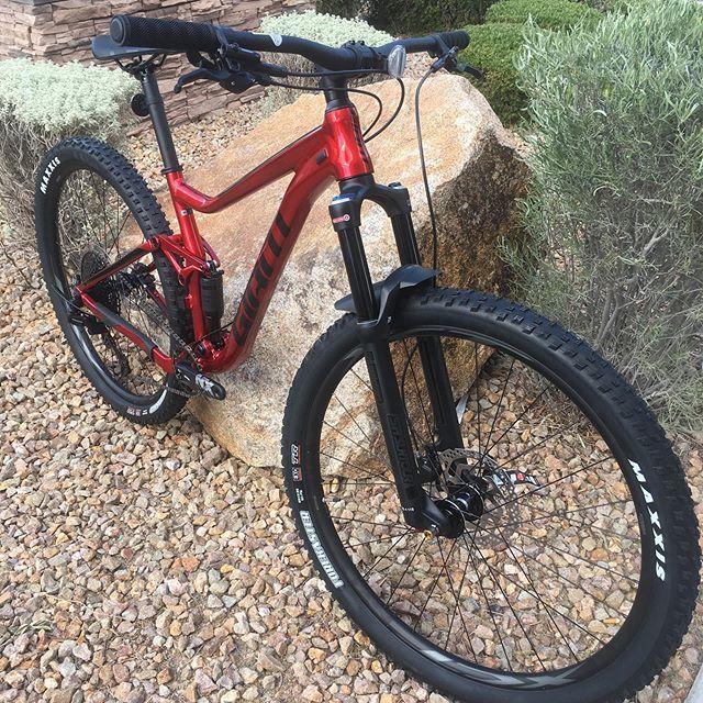 Check out the Stance 29r, brand new for 2020!! Air fork and shock, Eagle SX, Shimano brakes... Just $1500!! #29r #mtblove #vegasmtb #mtbvegas #bikevegas #vegascycling #vegas #cycling http://bit.ly/2QmUwzhpic.twitter.com/oVPYzqUliO
