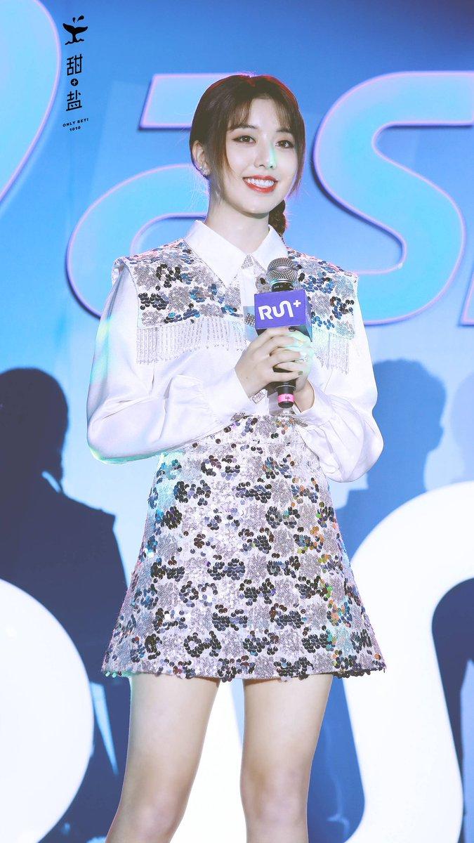 #每周肉一❤️ 💙  每一幕 都在告诉我 ☺️ 你有多耀眼 🌟 你有多值得 😘  cr:见图(weibo) #百变星光 #刘人语 #reyi #ChicChili #劉人語 #liurenyu #创造101 #produce101