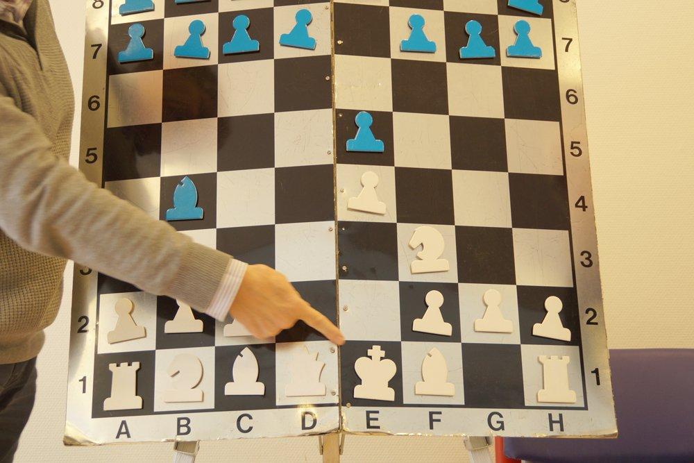 test Twitter Media - Tien leerlingen uit de midden- als bovenbouw, in de plusklas, doen mee met deze schaakcursus op school. Vol enthousiasme en zeer geïnteresseerd volgen de kinderen wekelijks 1,5 uur schaakles. De lessen worden verzorgd door Schaakvereniging Bommelerwaard. https://t.co/XsawcdBTQh https://t.co/5XUwZMwVeY