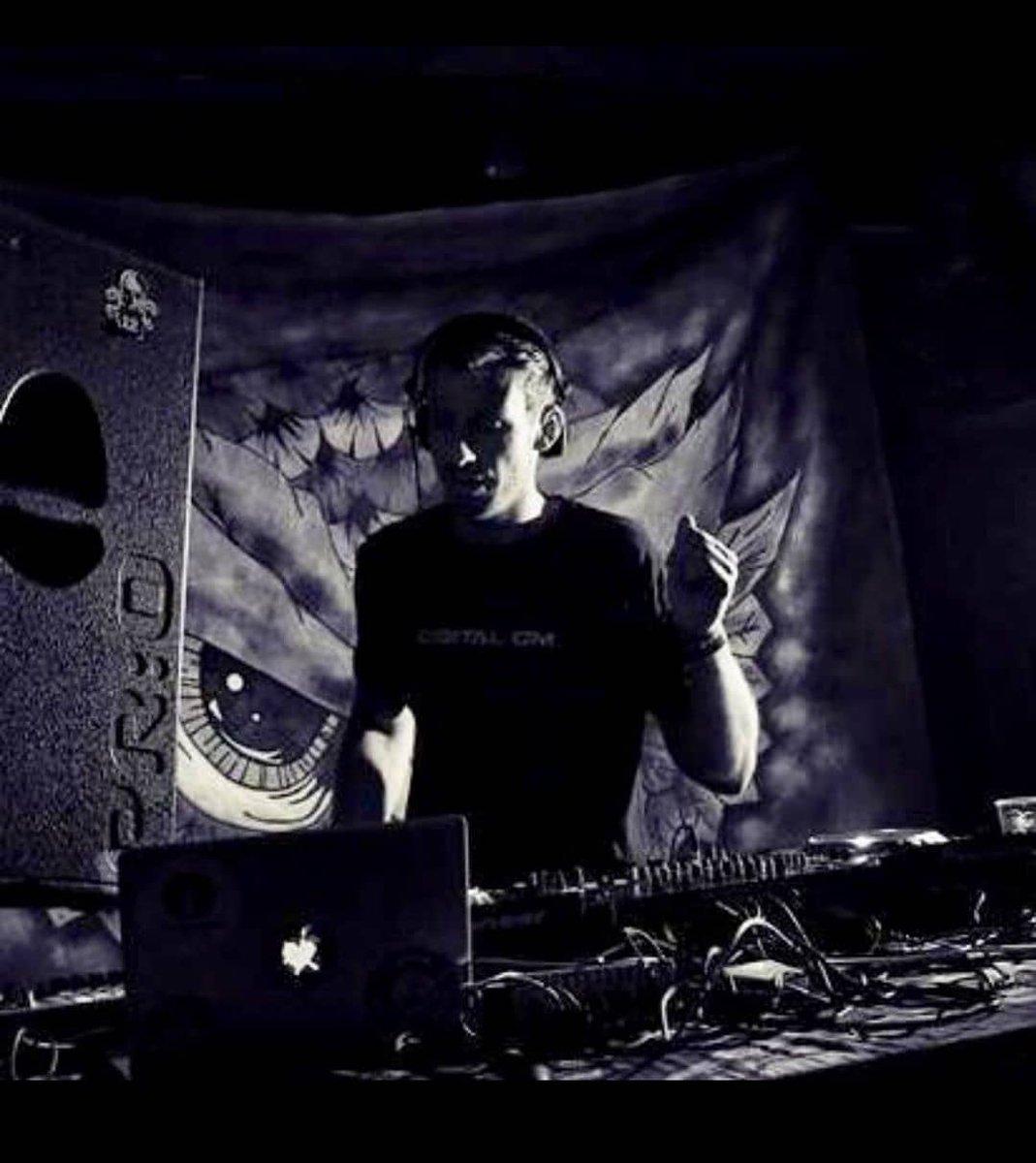 Kevin from #Atacama ->>Dancing in the dark 😁 😎 Portugal 2017 @ Kunayala Productions  #atacamamusic #digitalom #indoortour #club #clubtour #clubcultur #clubstyle #wintertour #psytrance #progressive #progressivetrance #goatrance #psychedelic #psychedelicmusic #psychedelictrance
