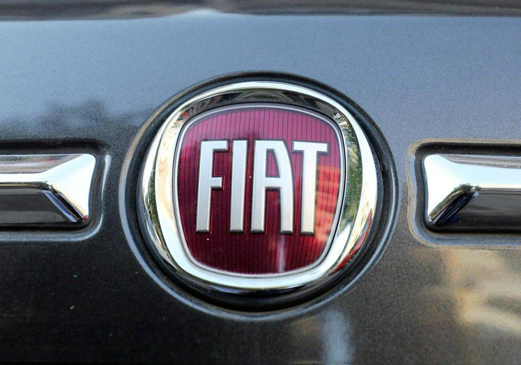 Factbox: The road to Fiat Chrysler, Renault merger talks https://reut.rs/2QA00H7