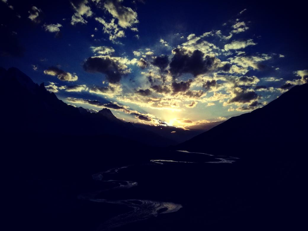 If you wish to see the beautiful sunset than must visit #Biafo #HisperGlacier,.. A click from our last trip to #HisperGlacier(NagarValley) which is one of largest expended glacier out of polar region in the #Karakourummountins  #travelphotography #SUNSET19 #wounderlust #Heaven https://t.co/P3BKKxxUIj