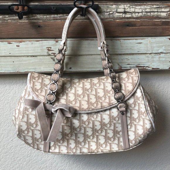 So good I had to share! Check out all the items I'm loving on @Poshmarkapp from @KfabDesigns @AshleyJaneMilan #poshmark #fashion #style #shopmycloset #dior #ashleyjanemilan: https://posh.mk/wKJSLbabJW