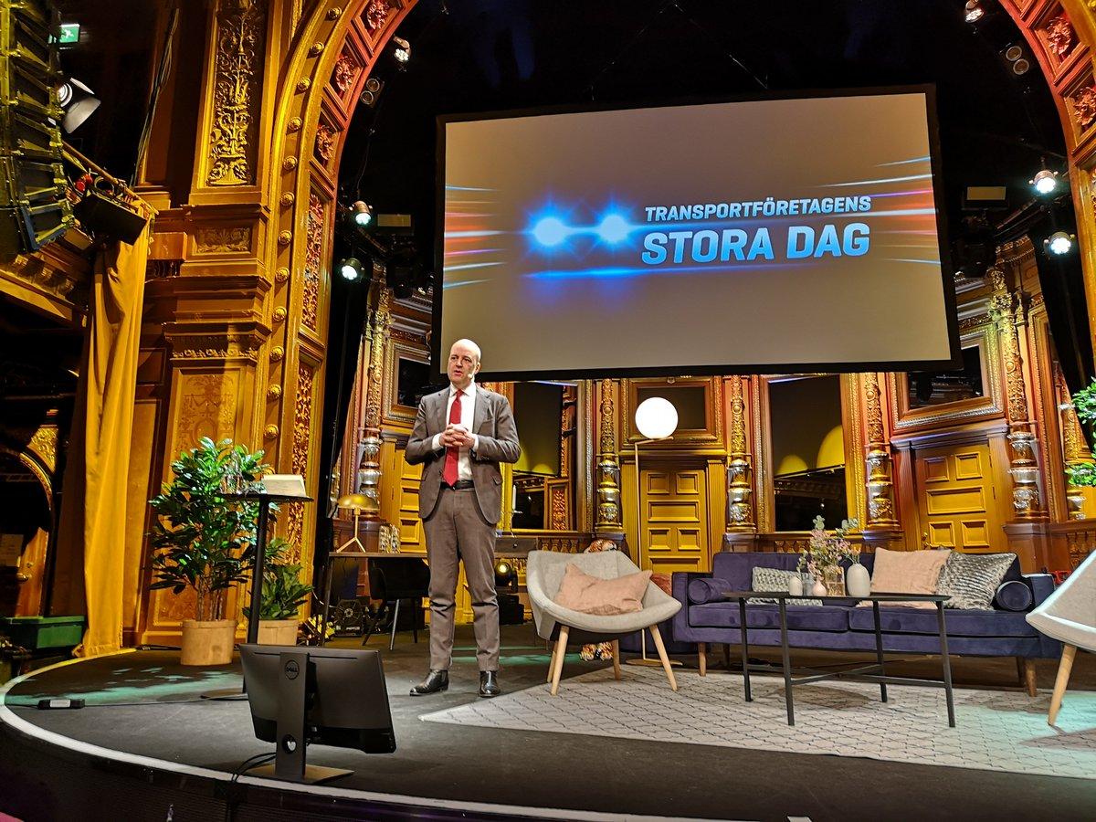 Fredrik Reinfeldt stod för dagens omvärldsbevakning och pratade om ett Europa som förändras. Viktigt också med tanke på den mängd regler inom transportsektorn som kommer direkt från EU.  #transportft