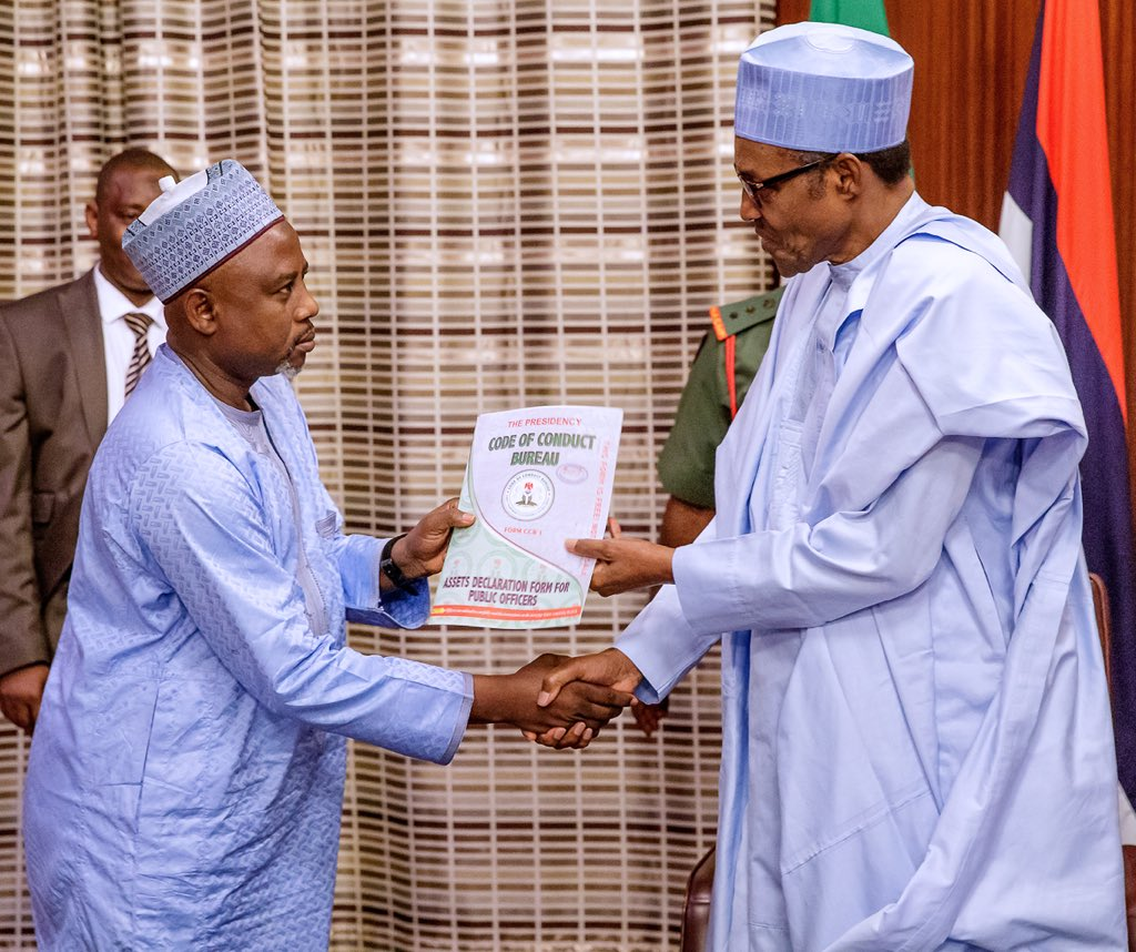 D7lIN0pXkAA6Naz - Second Term: Buhari Picks Up Asset Declaration Form(Photo)