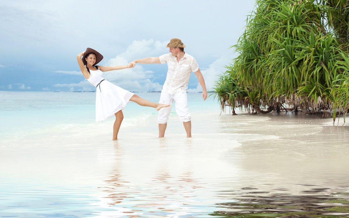 Секс парень и девушка на острове