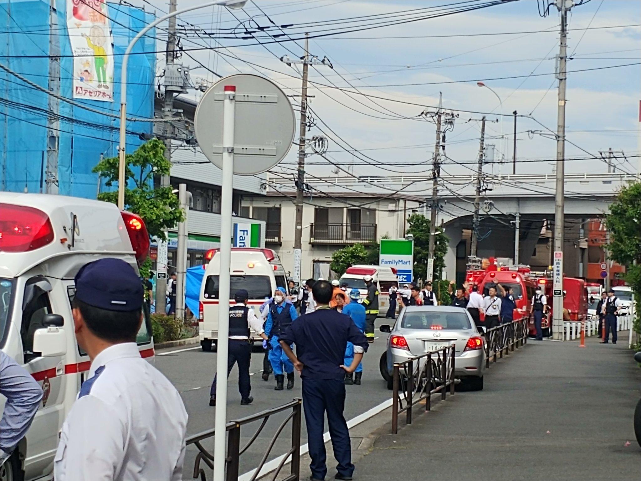 川崎市の通り魔殺人事件で大量の緊急車両が集結している画像