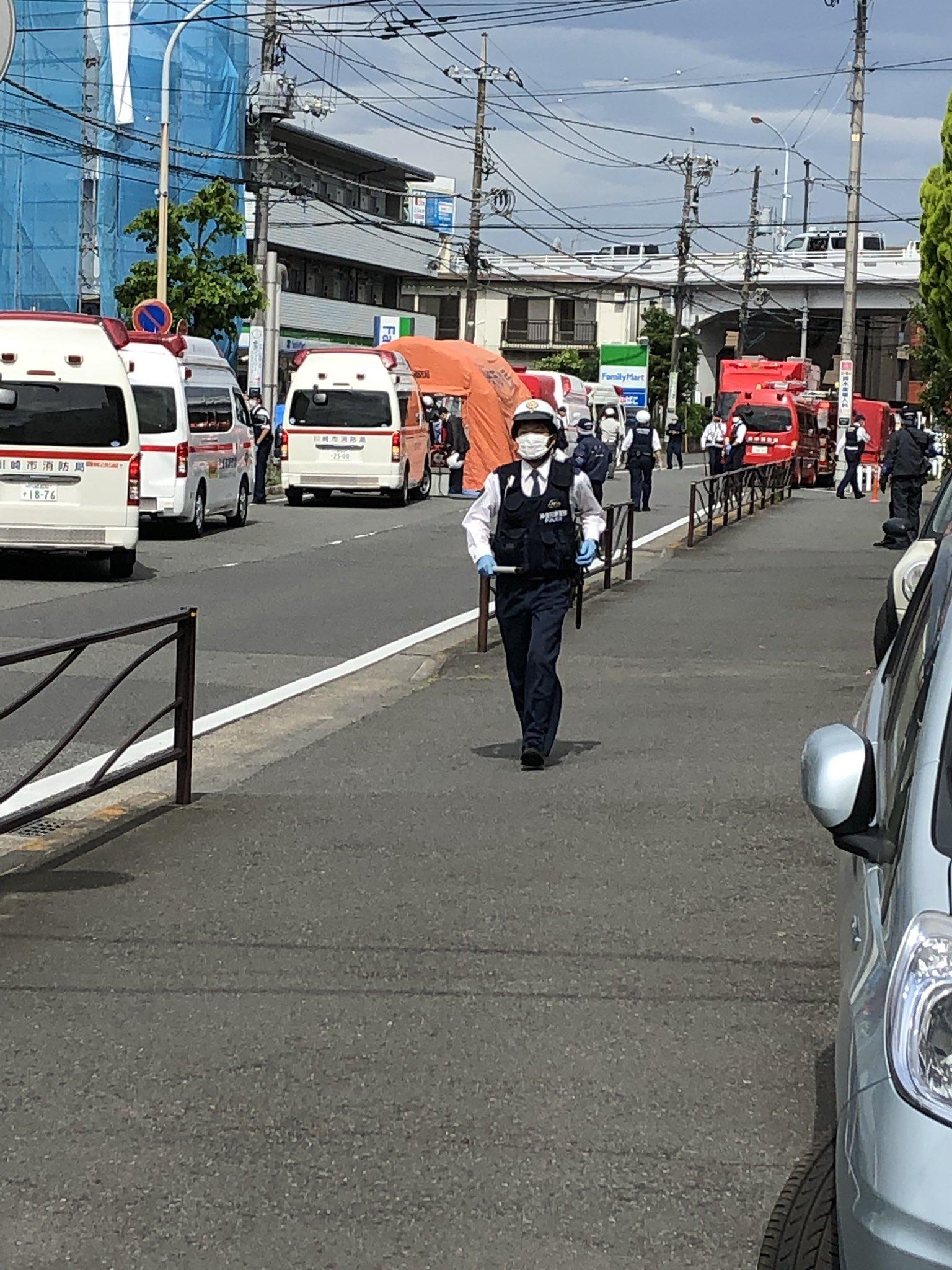 川崎市多摩区登戸新町の無差別殺人事件で現場検証している画像