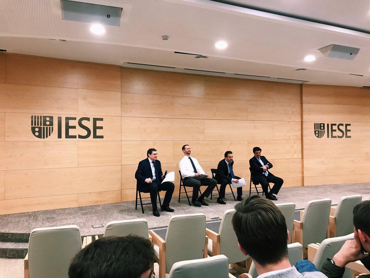 コーポレートファイナンスの最後の授業は上場デベ企業のMerlin PropertiesのCEOによる講演。なぜ最後に不動産企業なのかは謎であるが、僕は関連セクターを見てたので興味深い。スペインは2000年代後半に不動産バブルが弾けて経済危機に陥ったのですが、今の市場はどんな感じなのかしら。