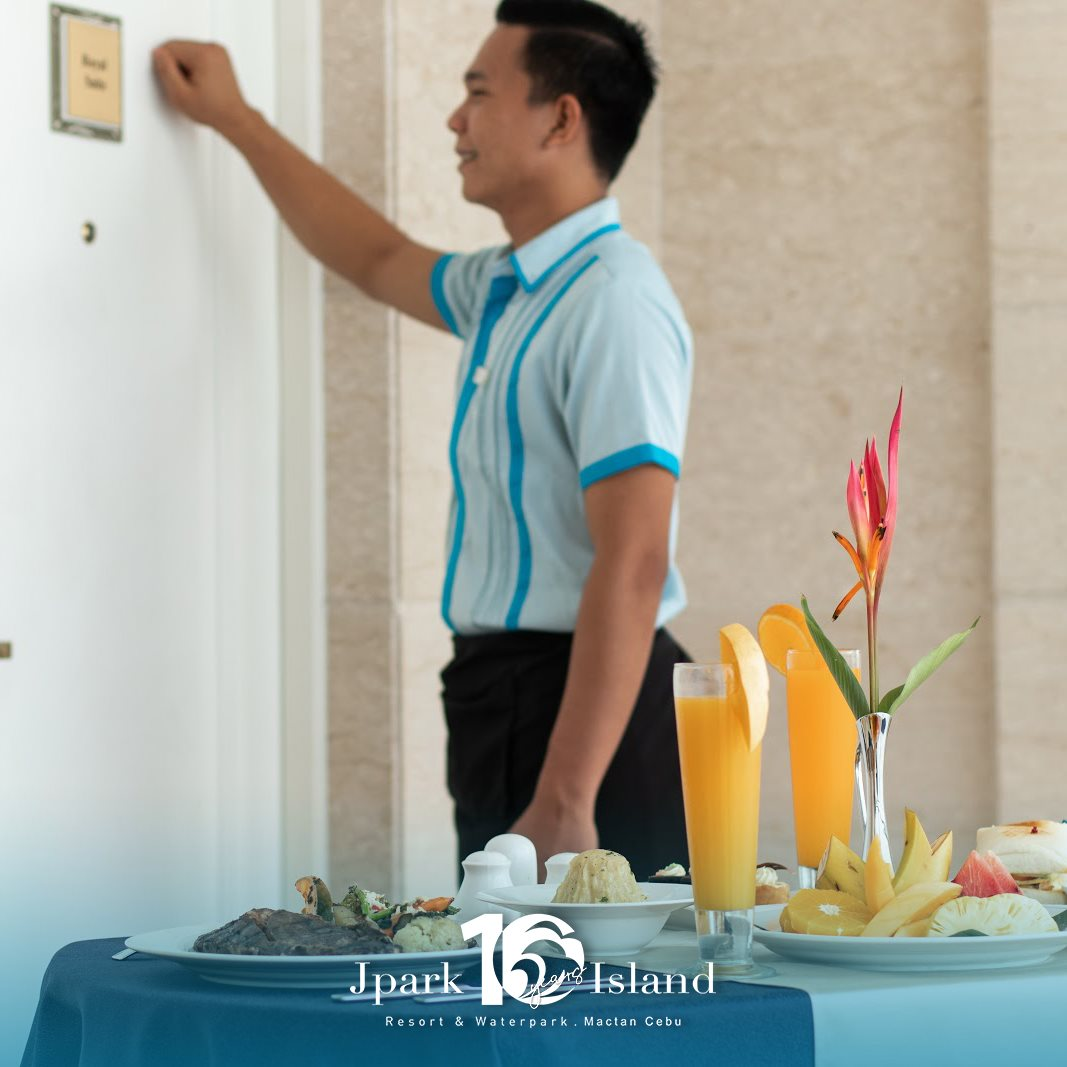 For lazy vacation days, our excellent room service is here to curb your cravings with a delicious feast right in your own room!  Experience it yourself! Book now at https://t.co/HjA4UQSTAq #MyJparkStory #WaterYouWaitingFor  #TenYearsOfJpark https://t.co/0ohTlFo3Vn