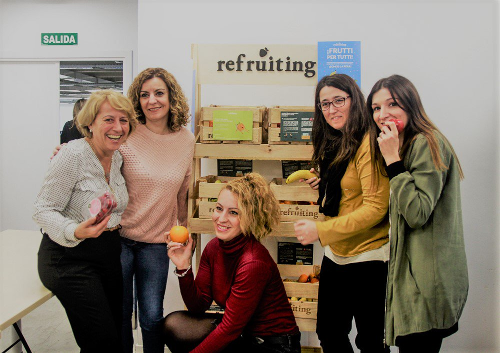 test Twitter Media - Hoy celebramos el #DiaNacionaldelaNutricion y lo hacemos a través de la campaña de promoción de hábitos saludables 'Súmate al cambio' que incluye la entrega periódica de #fruta para todos los empleados. @Refruiting https://t.co/aFKrF0JhhK #Somoslapera #productividad #nutricion https://t.co/MStJxYvVc4