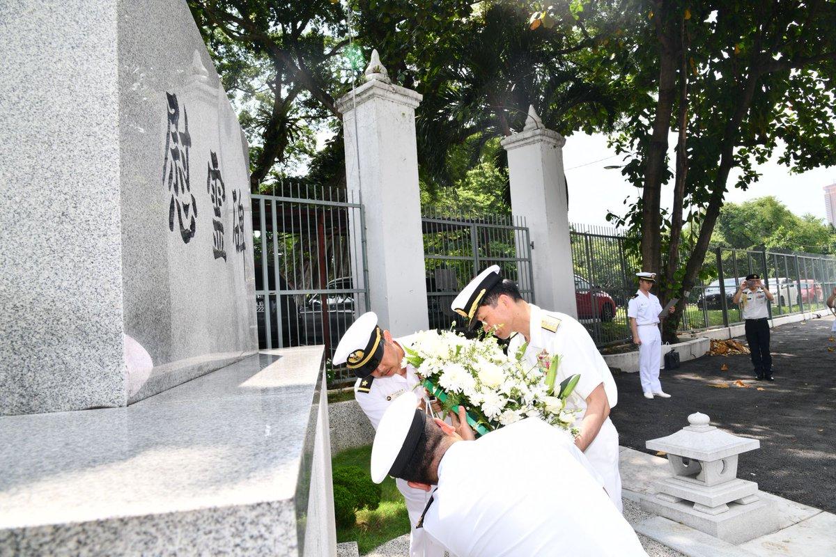 【平成31年度インド太平洋方面派遣訓練(IPD19)】5月27日、IPD19は、クアラルンプール日本人墓地を訪問し、哀悼の意を表すとともに、第1護衛隊群司令は、馬海軍司令官及び馬統合軍司令官への表敬を行いました。乗員は、文化交流や馬海軍艦艇との相互艦艇訪問を行い、交流を深めました。????