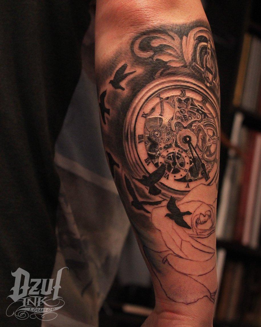 e1cb4ac0d2858 ... #clocktattoo #tattoorealism #tattoodetail #tattooart #instagood #time  #epictattoo #sleevetattoo #tattoosleeve  #inprogresspic.twitter.com/Am6c9cK6a9