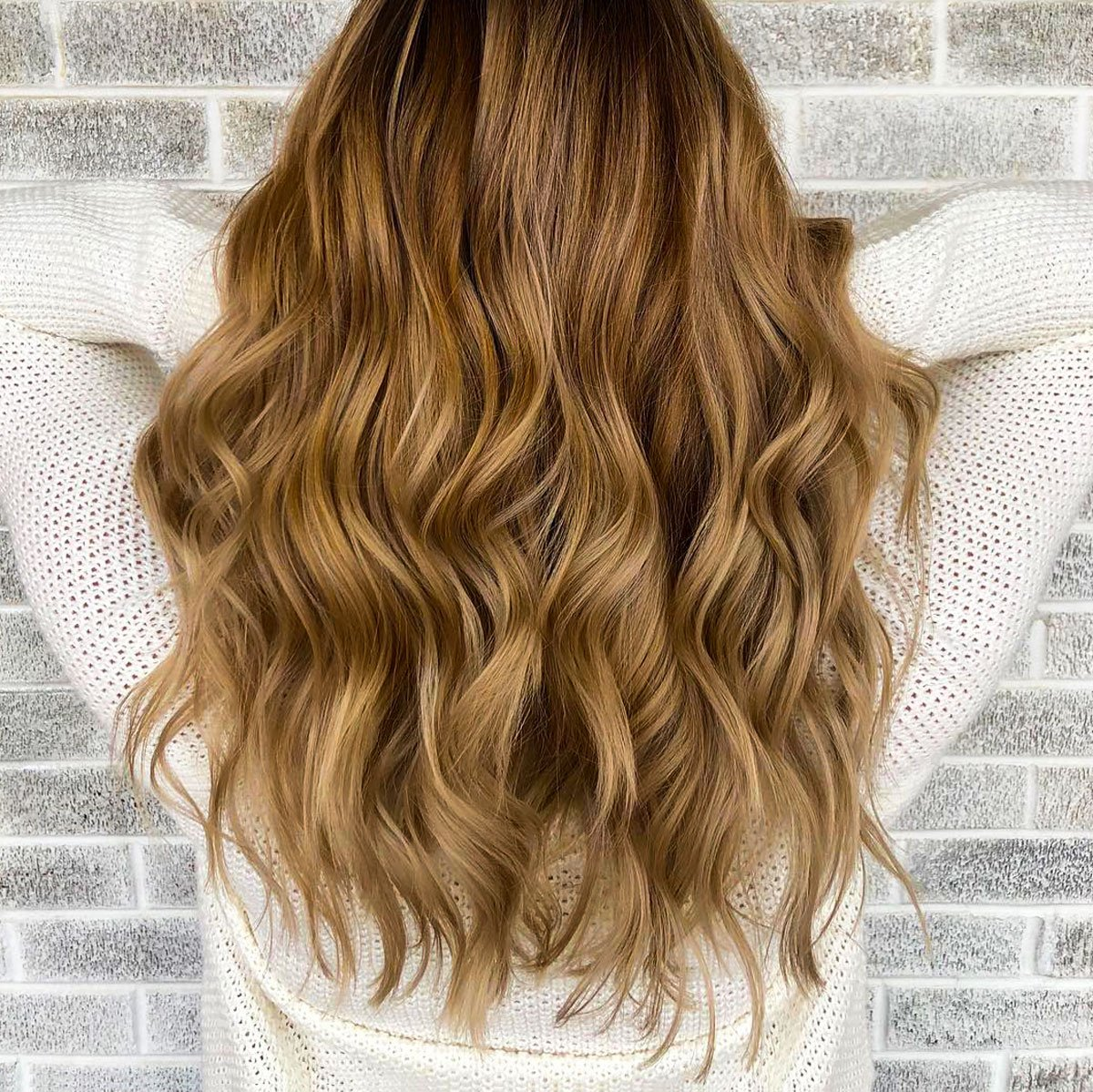 "We can't get over these gorgeous curls by @laura_thehairco! What's your favorite style for summer? ""Like"" for Straight, ""Comment"" for Curls!  https://t.co/JaFzNPMT5S https://t.co/C8yOvaRkaN"
