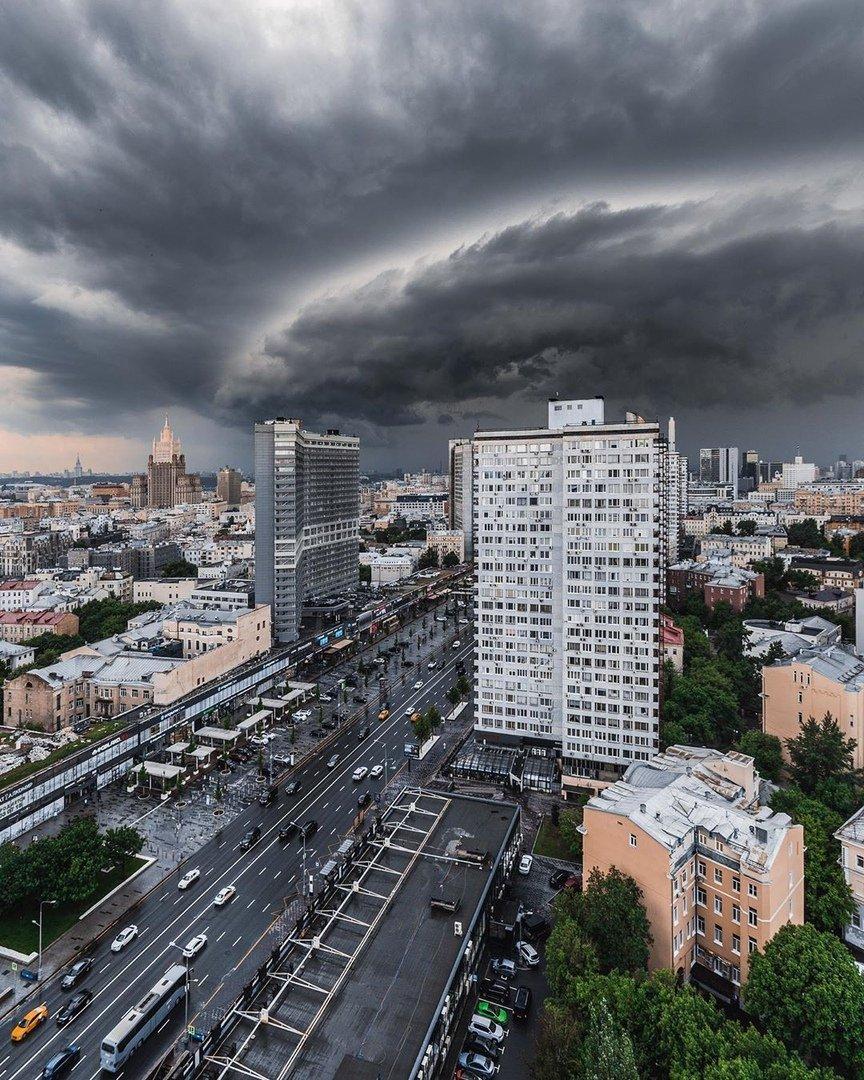 качестве фото сегодняшней грозы в москве дали