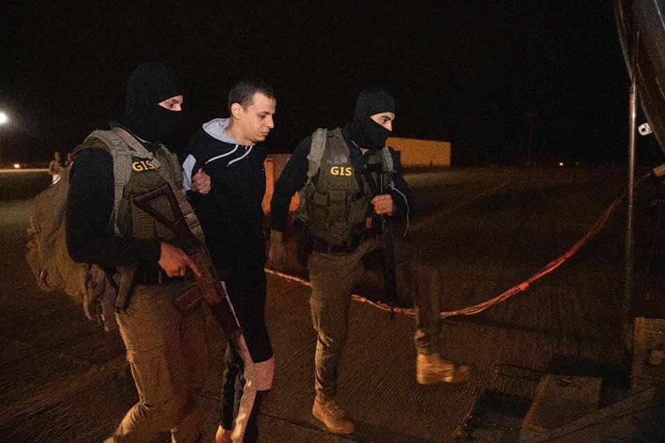 الإرهابى هشام عشماوي فى قبضة السلطات المصرية  D7sP80eXYAAfINO
