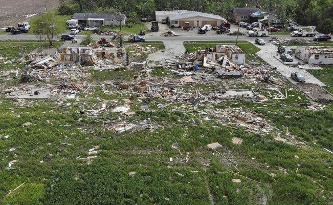 D7sfGmxXYAA3Op  - Ola de tornados azota EU causando apagón masivo