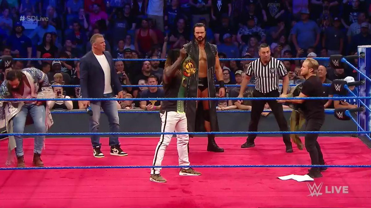 Elias Wins The WWE 24/7 Title On SmackDown (Video)