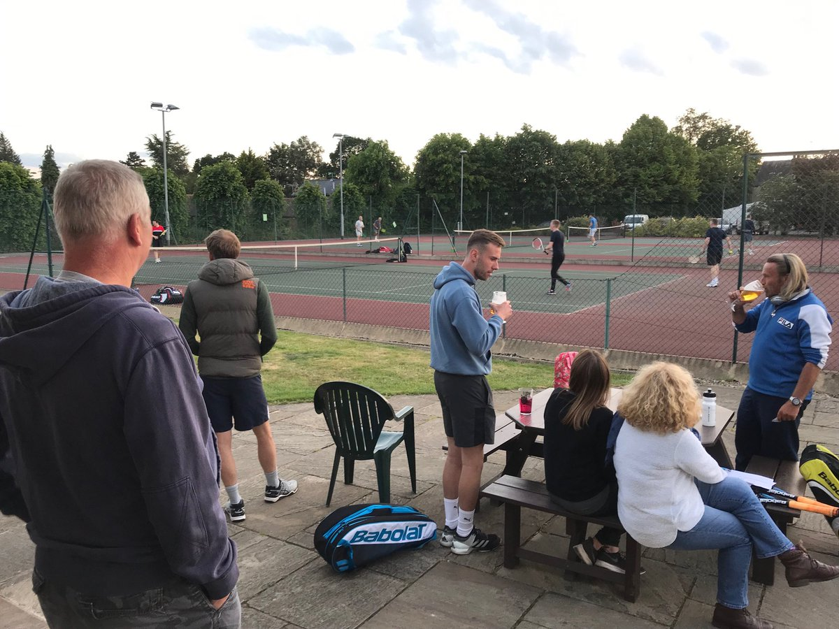 test Twitter Media - Great night of #tennis wins for women's and men's As honourable defeats for both B teams. Loads of spectators supporting as ever. Come and experience team or social or just come support @croxleytennis @Croxley_Green @KitchenCroxley @mycroxleynews https://t.co/LFYTJ9NiNU