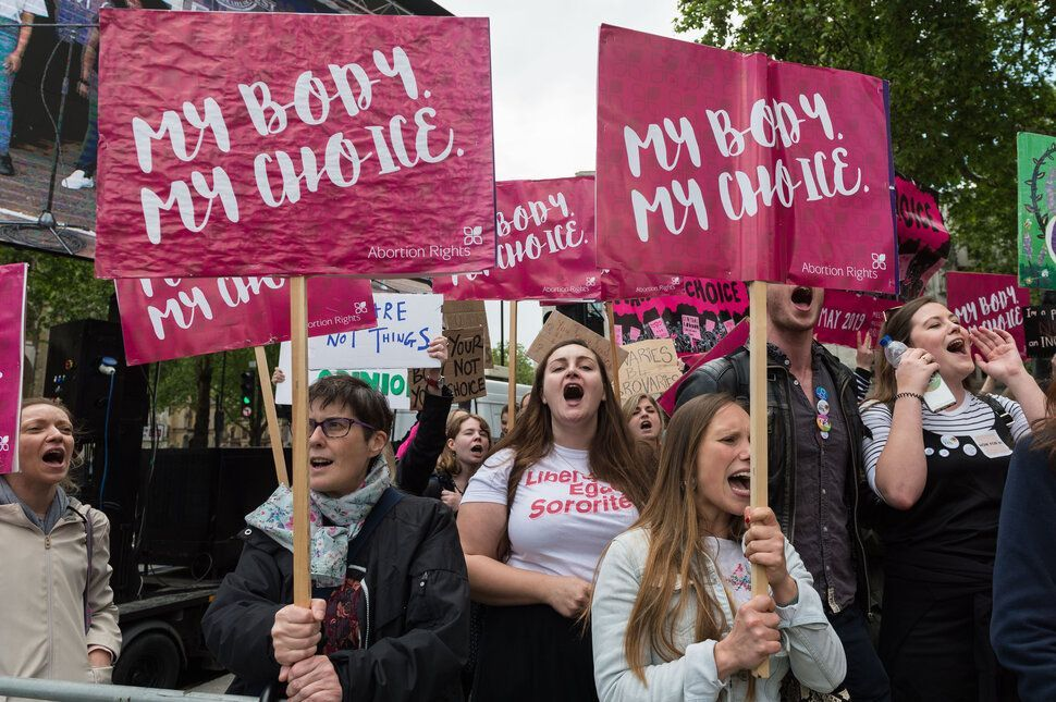 'The Alabama law does not criminalise women for having abortions. The Northern Ireland law does. For women in NI,the threat of prosecution for having an abortion is not theoretical,it is very,very real' #abortionrightsni #AlabamaAbortionBan #thenorthisnext  https:// buff.ly/2wp9ifE    <br>http://pic.twitter.com/L73yX83UWr