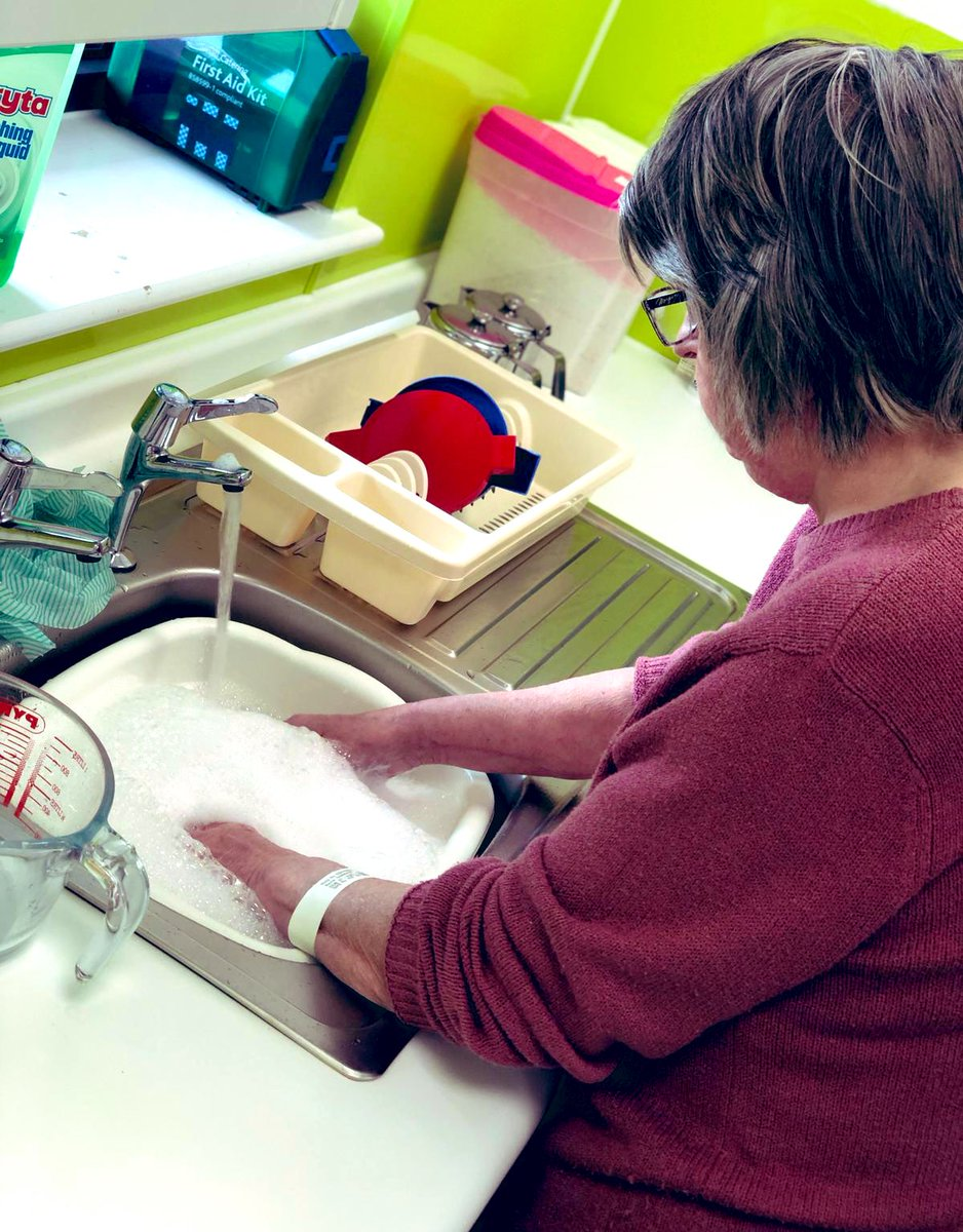 Patients washing up.. definitely for rehabilitation and not saving us a job 😉😆 #rehabilitation #Crumpsallvale #occupationaltherapy https://t.co/CjSlzpRJc1