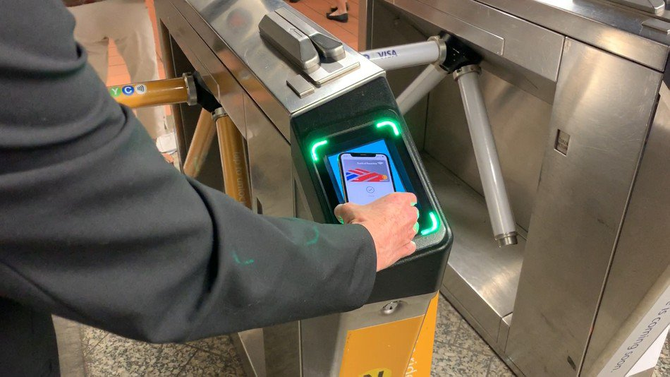 Using Apple Pay to ride the NYC subway is fast, but it's missing one key feature at launch