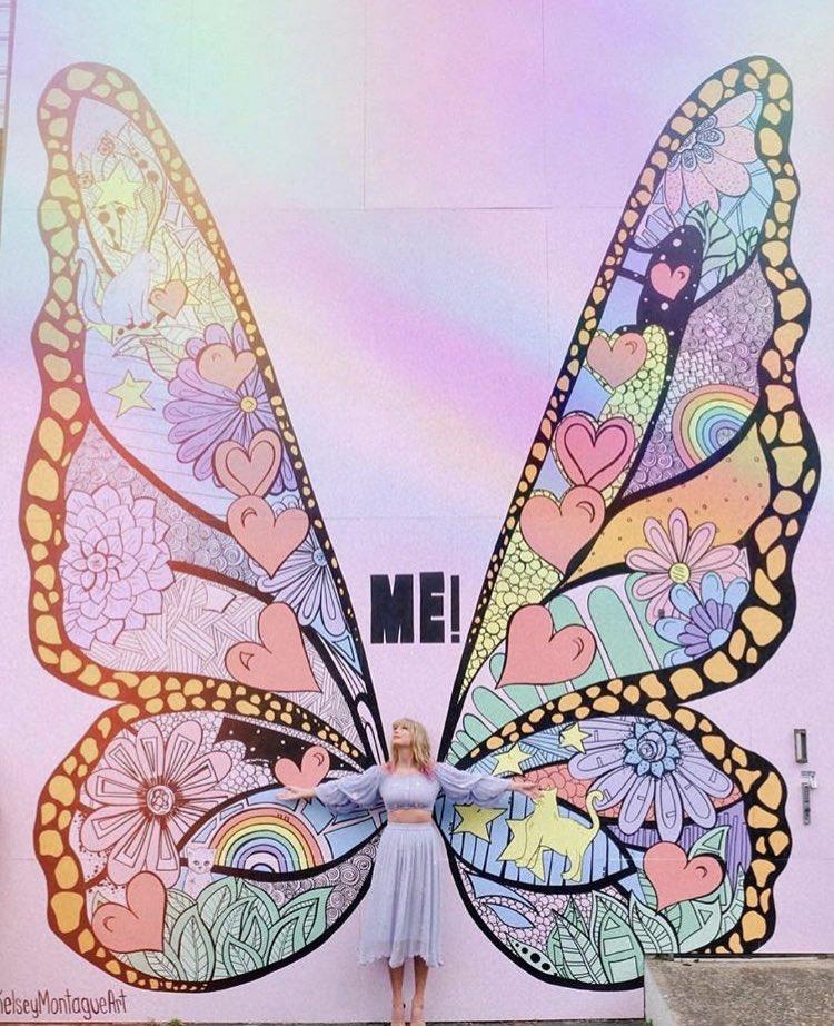 """Artista que fez mural de divulgação de """"ME!"""" de Taylor Swift inicia nova arte com a mesma estética"""