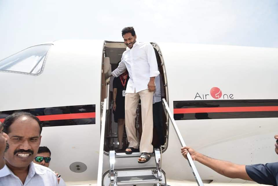 """Sudhakar Udumula on Twitter: """".@YSRCParty criticised #ChandrababuNaidu for using chartered flights but @ysjagan is now using chartered https://t.co/N84fvkpPHe it ok for you??… https://t.co/H62Rb1yjHH"""""""