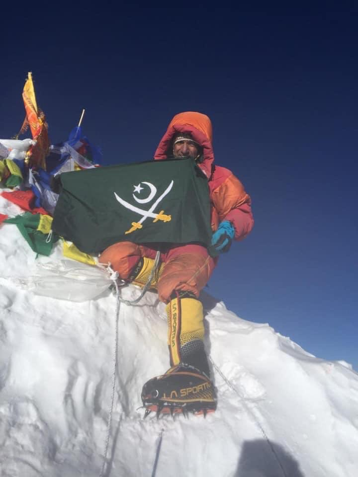 Mohammad Ali #Sadpara of #Skardu, climbed 8,485-metre #Makalu peak on 24 May  in #Nepal , the 5th highest mountain in the world. Sadpara becoming the only #Pakistani mountaineer to have climbed seven peaks of over 8,000 metres in the world. #ProudPakistani #Pakistan #Khabarwalay