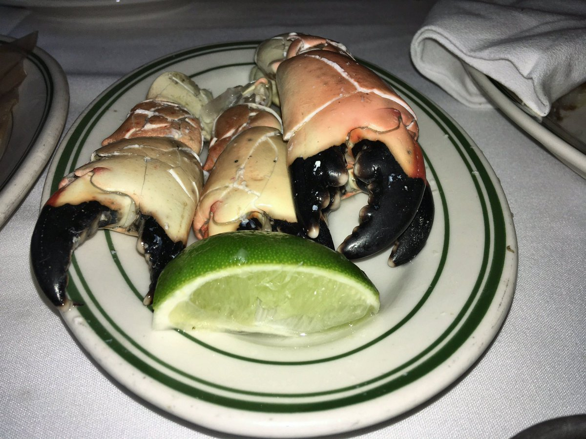 @SHO_Billions What about Wags bringing Joes Stone Crabs to Axe Capital; hope he brought the Key Lime Pie!