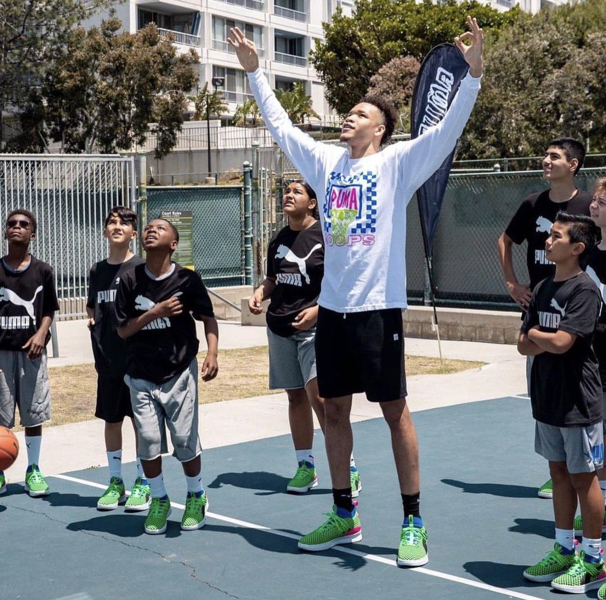 .@KevKnox bringing the summertime hoops to the kids 🙌 #JrKnicks