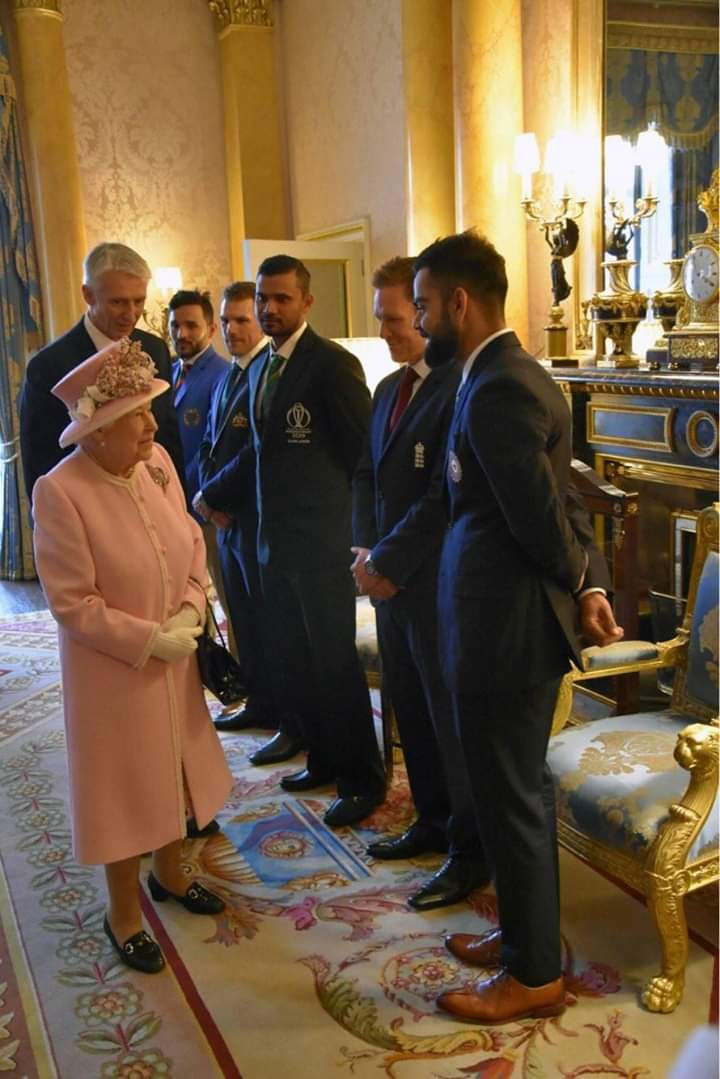 England Queen: I think we have stolen wrong KOHINOOR, It's still with India