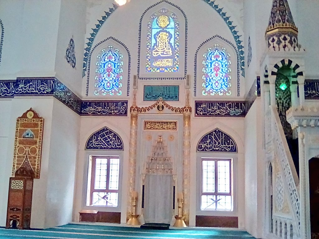 I visited the largest mosque in Japan,Tokyo Camii, yesterday. The chapel was very beautiful and solemn.#英語日記昨日は渋谷で英会話の日、日本最大のモスク「東京ジャーミー」にお邪魔しました。聖地メッカの方向を示すミフラーブ(写真右)に向かって私も世界の平和を祈らせていただきました?