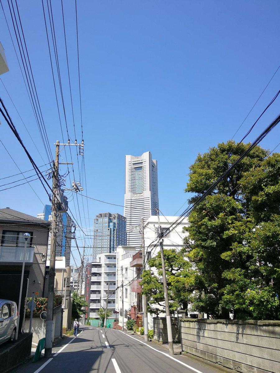 今日は横浜桜木町にマンションを見に来ています。なんか、みなとみらい地区には大学も移転してくるとか。ランドマークタワーも良く見えるし、周りは結構静かで落ち着いてる雰囲気。とは不動産屋さんの説明です。(笑)買おうかな?どうしようかな?(^o^)