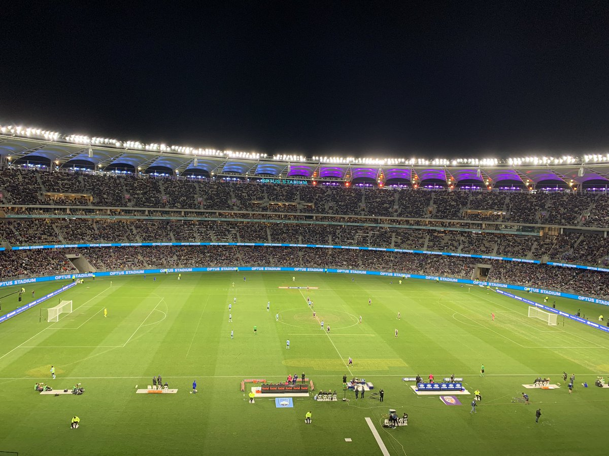 Crazy to think that the @ALeague final had more in attendance than @EuropaLeague final!  A-League - 56,371  Europa - 51,370  #football #UEFAEuropaLeagueFinal #ALeagueGF #UEFA #ALeague