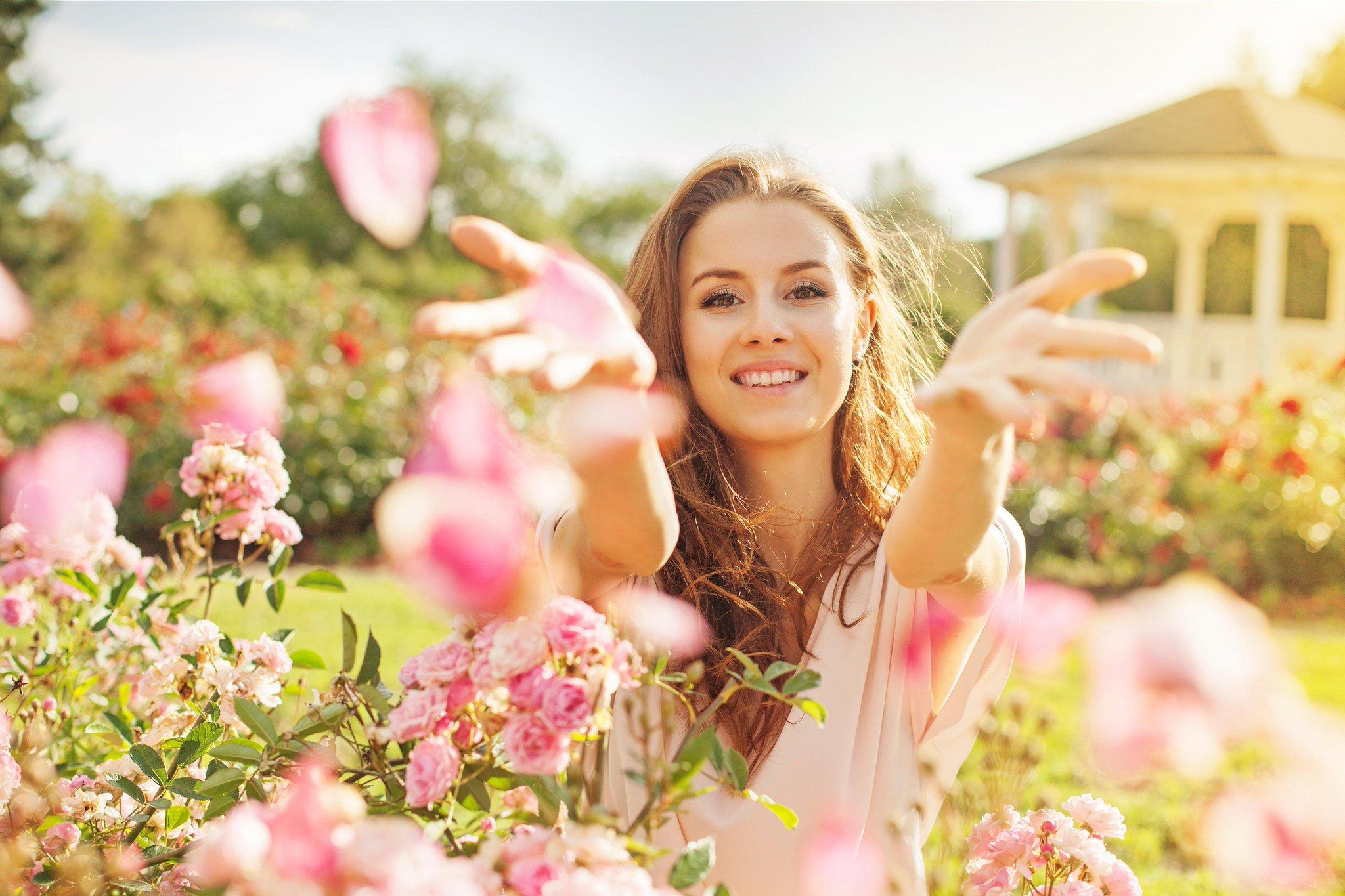 Картинки счастливых женщин, открытка