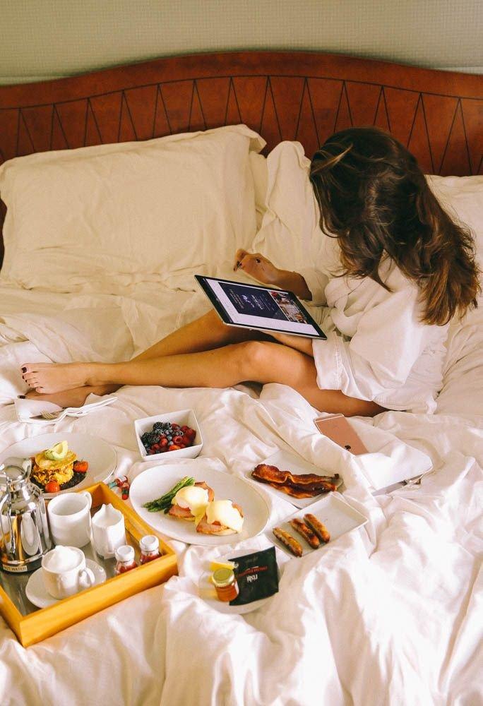 Вышивка, прикольная картинка завтрак в постель