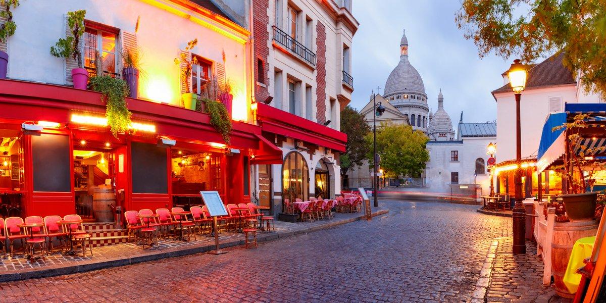 Una de las visitas imprescindibles en la maravillosa #París: Montmatre. Vuela este verano desde #Vigo los miércoles, viernes y domingos hasta el 25 de octubre.   #Volar #ConectamosRegiones #Viajar