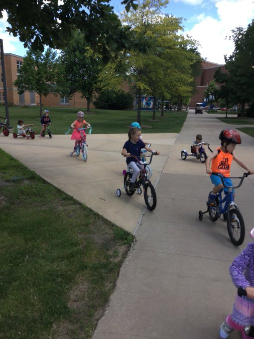 RT @uischildcare: When the future Prairie Stars take over the campus @UISedu. They enjoyed their bike ride on this beautiful day. https://t…