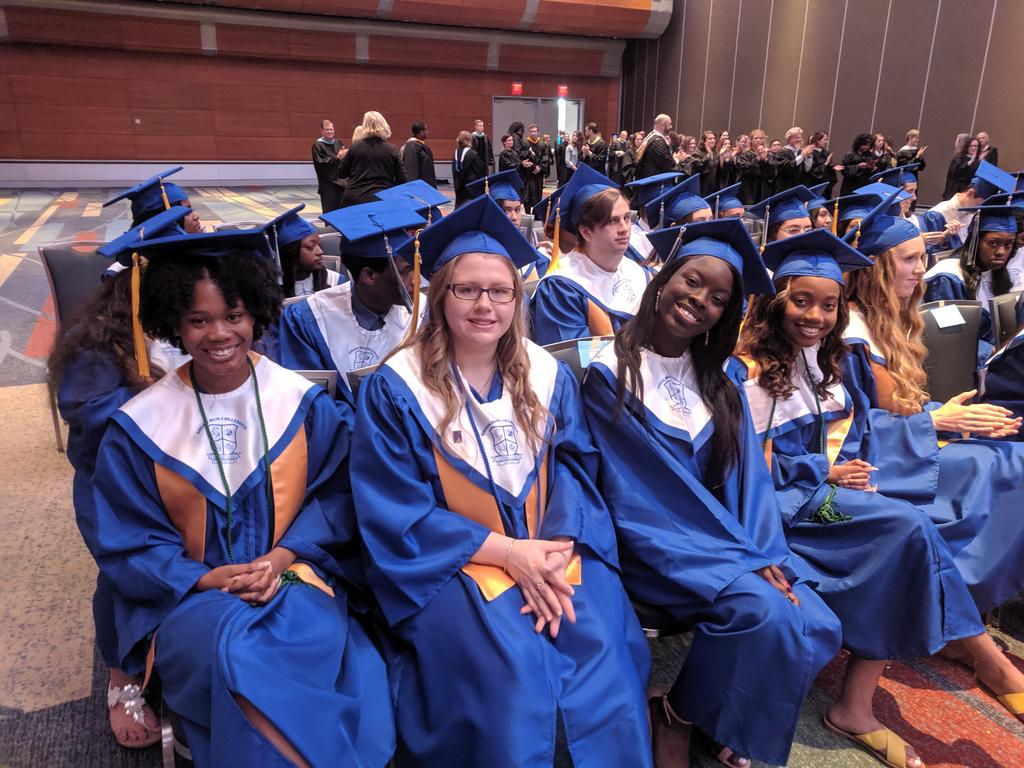 And now @grcollegiate students are ready to be @grcollegiate graduates!! Excited for you all!! 🎓🥳🎓🥳