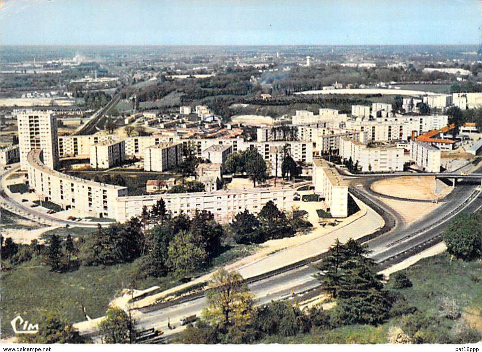 Et replonger dans le passé avec @Memoire2cite ! Vue aérienne du quartier Carriet ! #histoire #lormont #passé #photographie #photoaérienne #vueaérienne twitter.com/Memoire2cite/s…